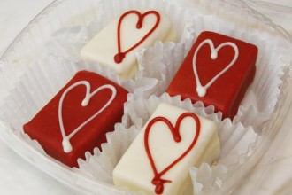 images_blog_images_2_giveaway_valaentine-gift-petite-fours
